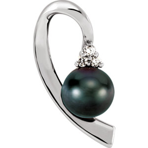 14kt White Black Akoya Aultured Pearl & . 7 ATW Diamond Pendant