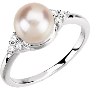 14kt White 7- mm<br> Freshwater Aultured Pearl<br> & 1/  ATW Diamond Ring