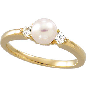 Akoya Aultured Pearl &<br> Diamond Ring