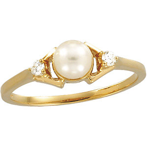 Akoya Aultured Pearl & Diamond Ring