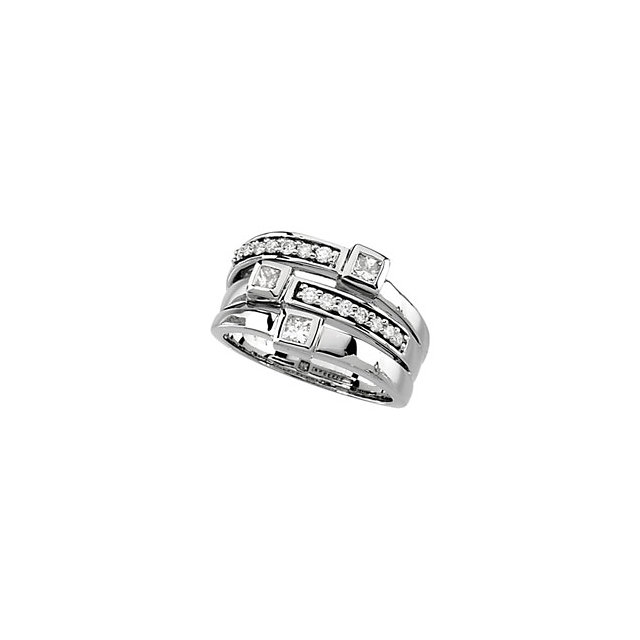 Princess and Round Shaped Diamond Right Hand Ring